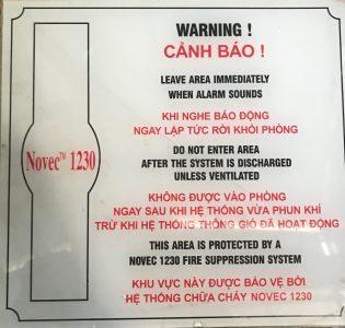 bảng cảnh báo Novec