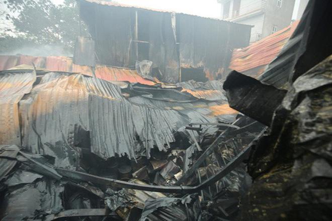 Cháy nhà xưởng kinh hoàng tại phường Trung Văn, quận Nam Từ Liêm Hà Nội