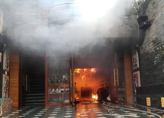 Cháy khách sạn Sao Mai trên phố Lạch Tray Hải Phòng